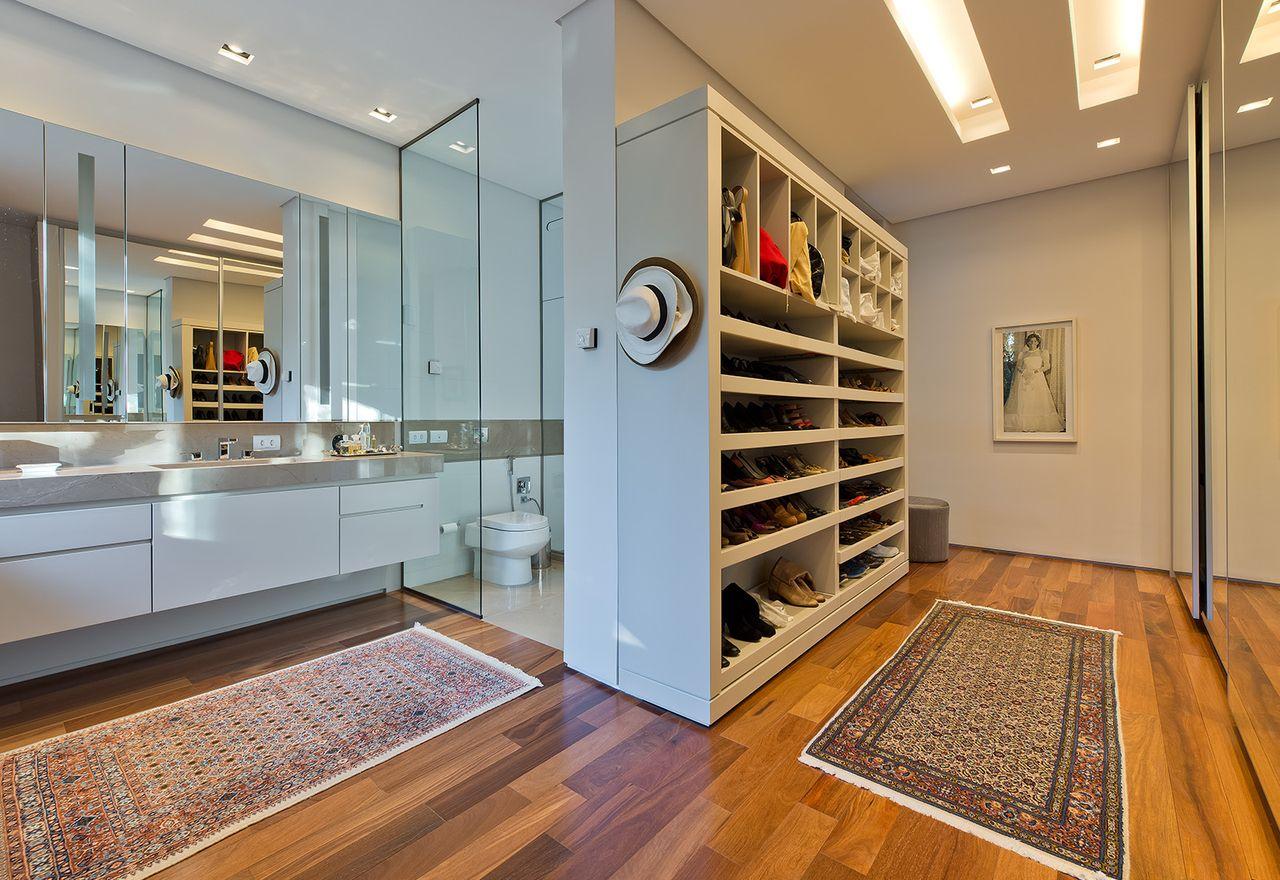 Closet Integrado Ao Banheiro Com Box De Vidro De Leonardo Muller  ~ Cadeiras Modernas Para Quarto E Quarto Com Closet E Suite