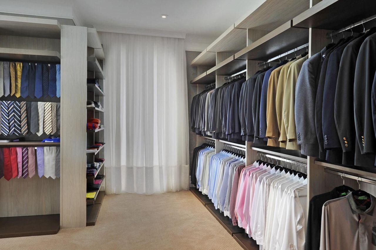 Modelo de closet com banheiro muito estilo em um ambiente for Modelos de closets