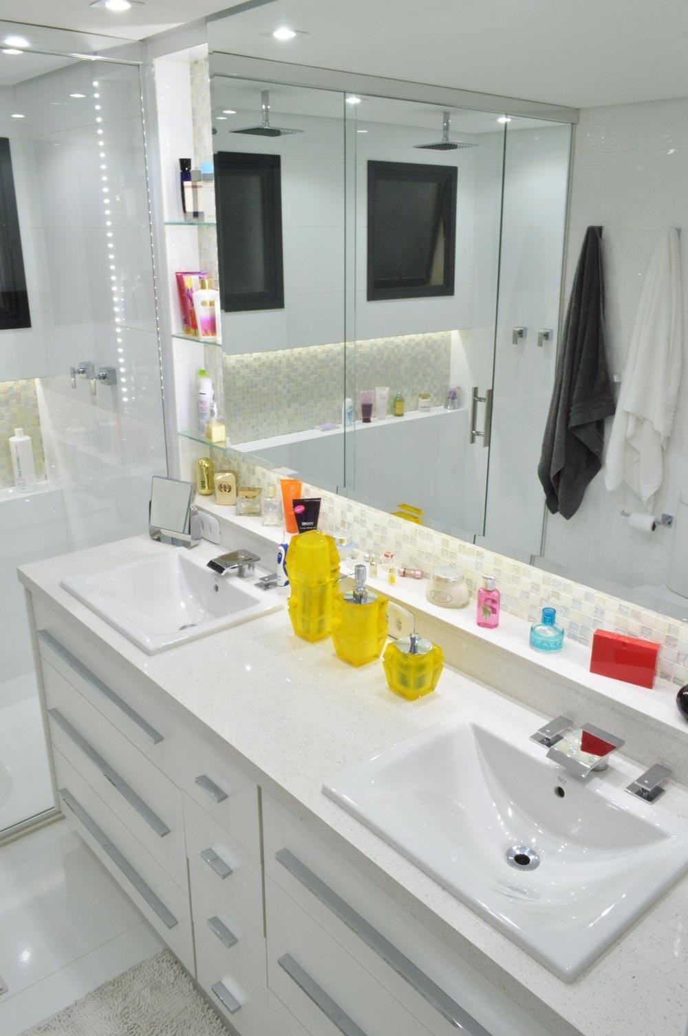 Armário do banheiro com seis Gavetas de Vinicius Santini  44050 no Viva Decora -> Armarinho Banheiro Simples