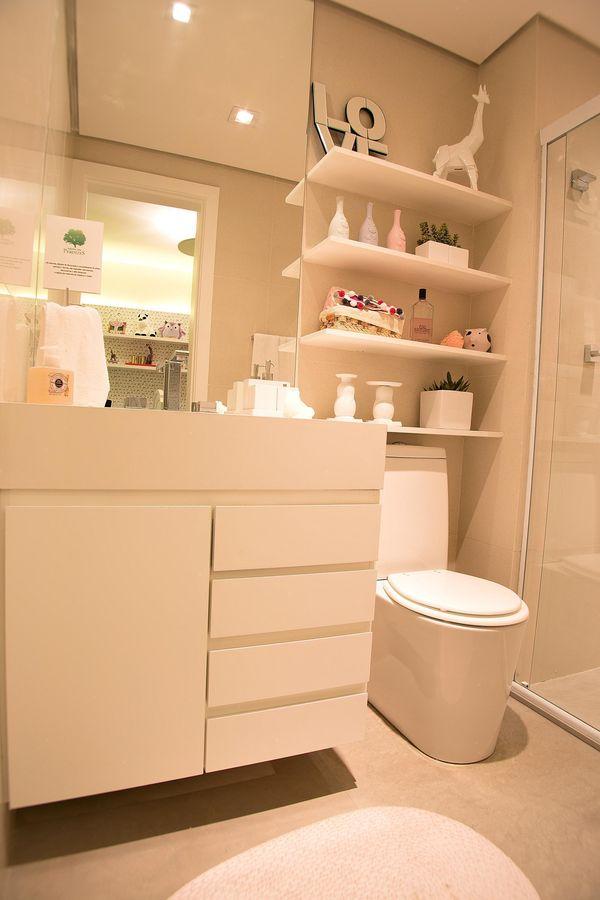 Armário para banheiro clean, com linhas marcantes e sem puxadores