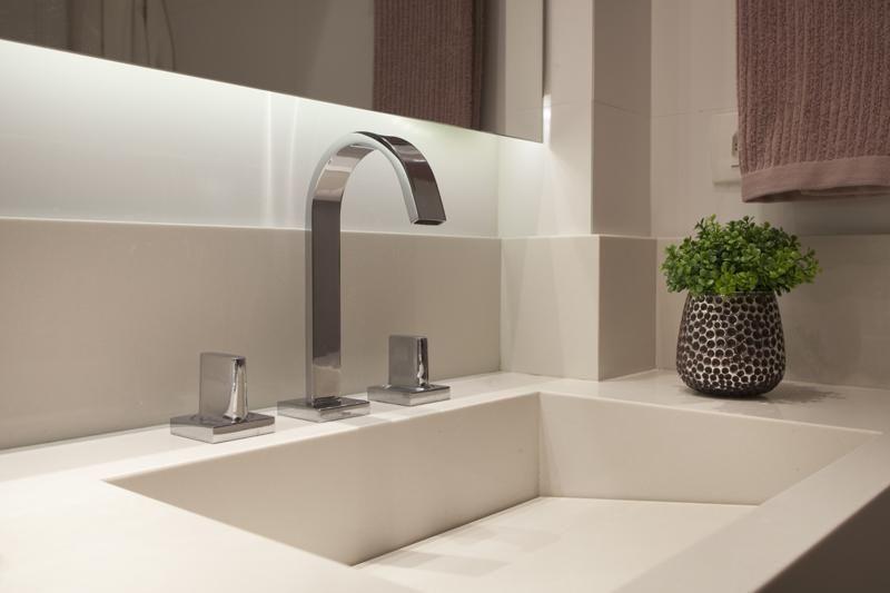 Banheiro com cuba esculpida de Sartori Design  25572 no Viva Decora -> Banheiro Simples Com Cuba
