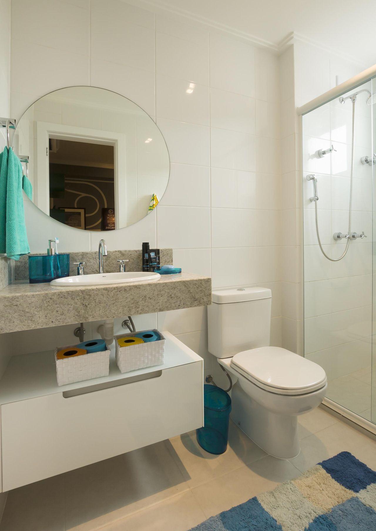 Banheiro com espelho Redondo de Juliana Pippi  71160 no Viva Decora -> Espelhos Banheiro Simples