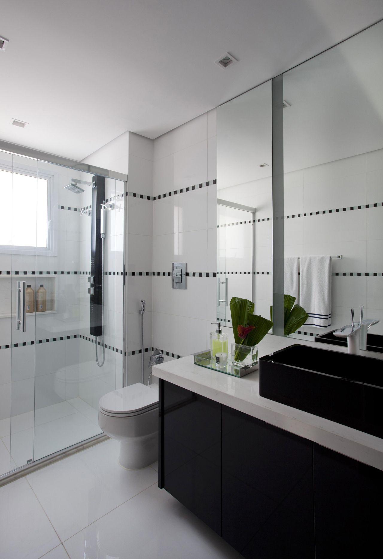 Banheiro com gabinete Preto de Marcelo Rosset Arquitetura  64998 no Viva Decora -> Banheiro Simples Preto