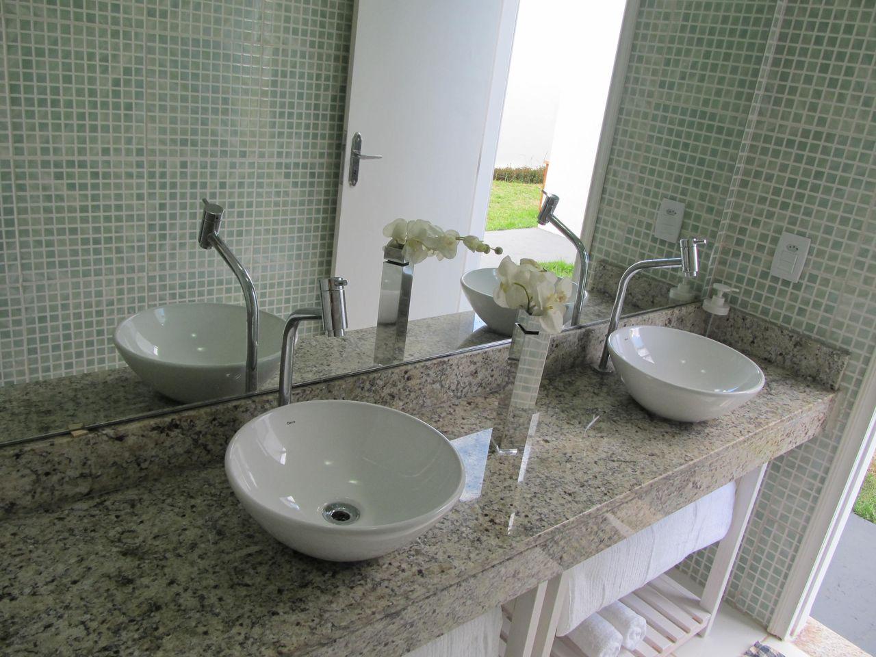 Banheiro Simples Com Banheiro Com Pastilhas Verdes E Cuba Dupla Brunete Fraccaroli 149637 Viva Decora