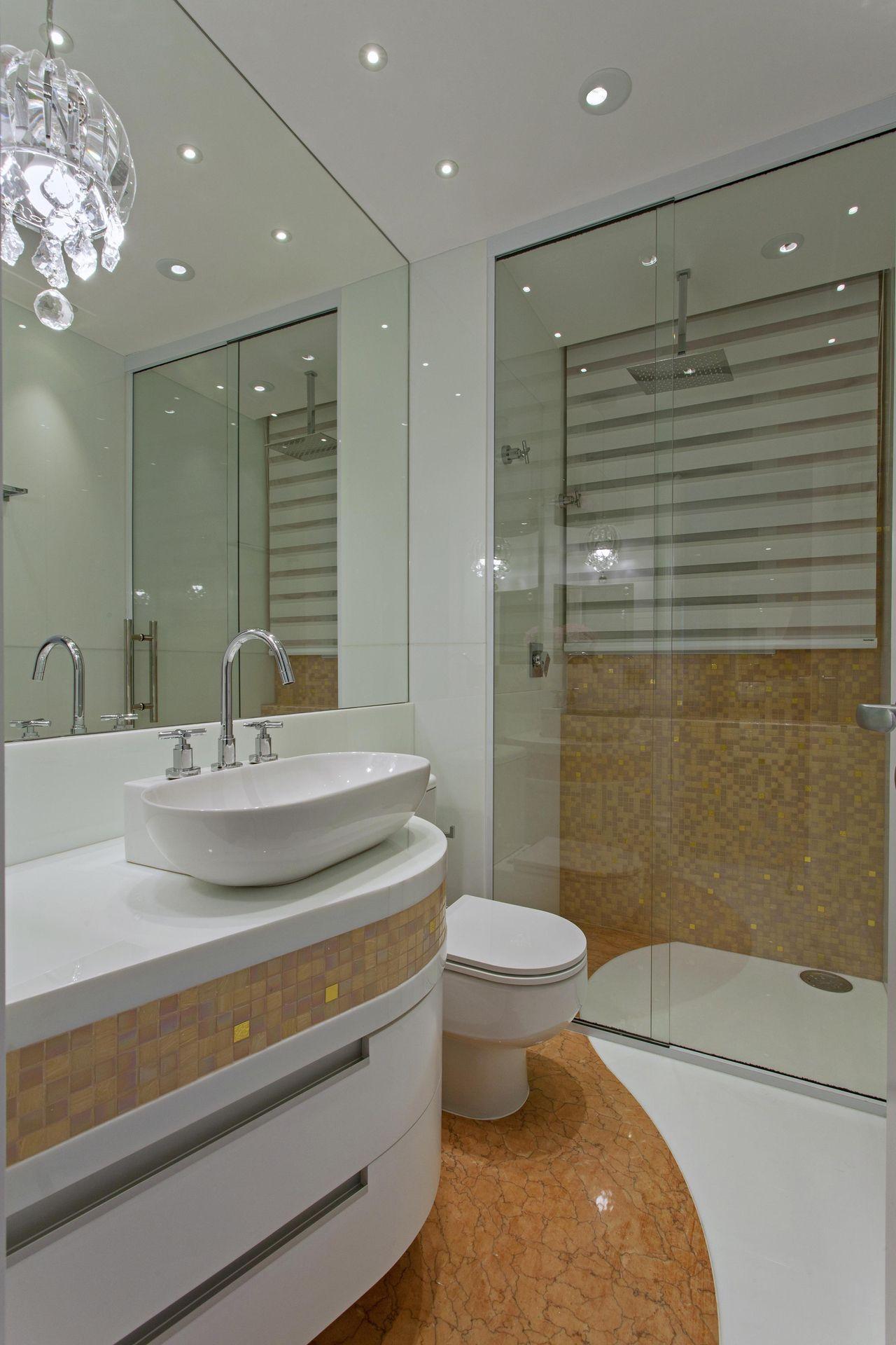 Banheiro em tons de branco e rosa de Iara Kilaris  76861 no Viva Decora # Banheiro Rosa Simples