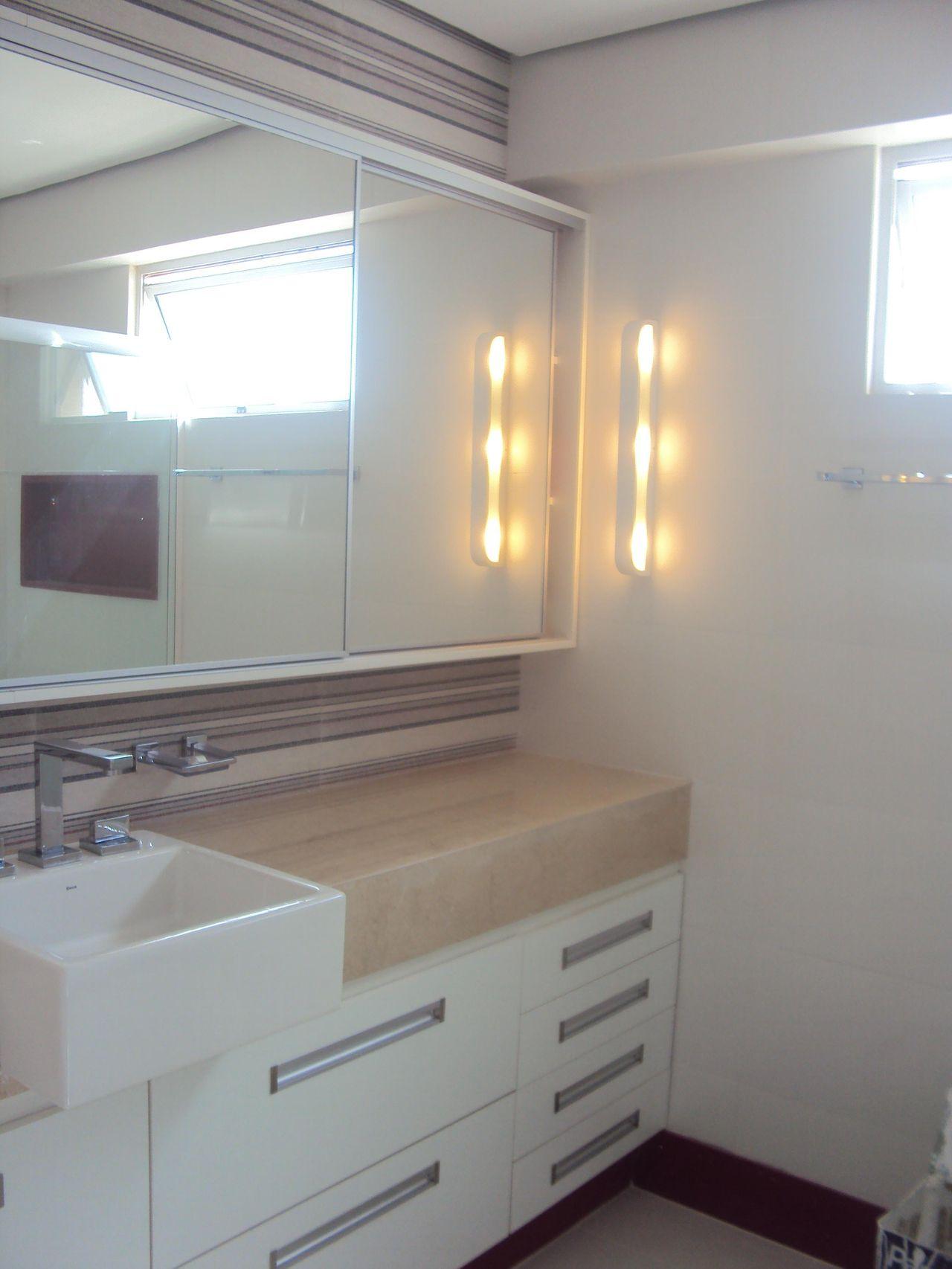 Banheiro pequeno com armário espelhado de Gillayne Costa Silva  33788 no Viv -> Banheiro Simples Suite