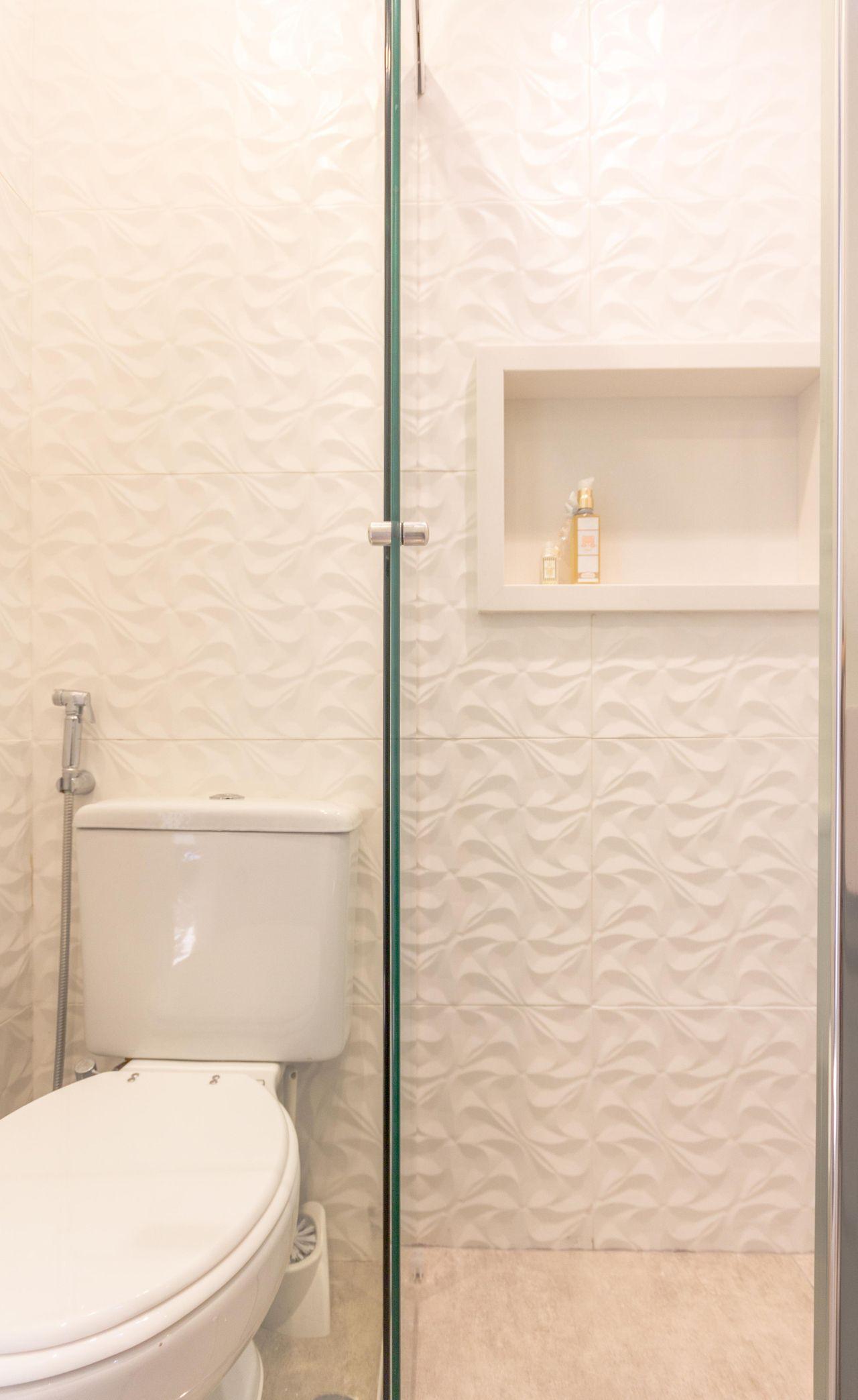 f533feff9 Decoração Banheiro simples Espaço para colocar os acessórios elensaravalli  43014