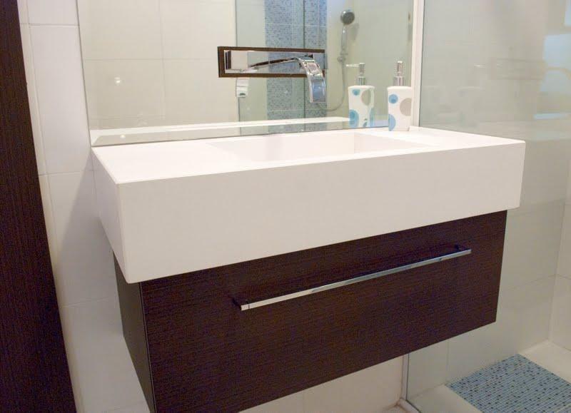 Gabinete De Madeira Em Banheiro Pequeno De Bolda Bueno