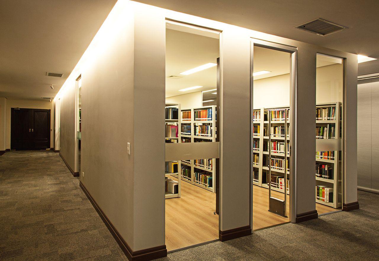 Biblioteca Moderna De Leonardo Muller 152274 No Viva Decora ~ Biblioteca No Quarto E Quarto De Bebê Moderno