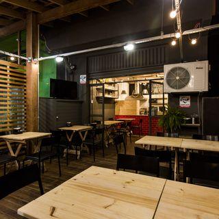 Deck Bar Com Mesa De Madeira Rústica