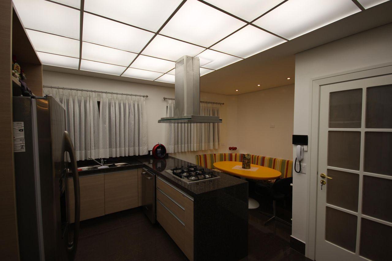Cozinha Americana Com Bancada De Granito De Ntz Ilumina O