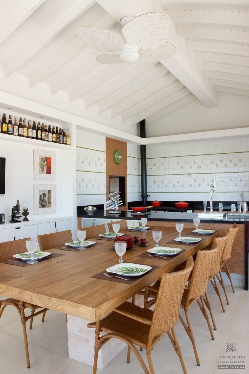 Cozinha Americana Com Mesa Grande De Madeira De Jannini Sagarra