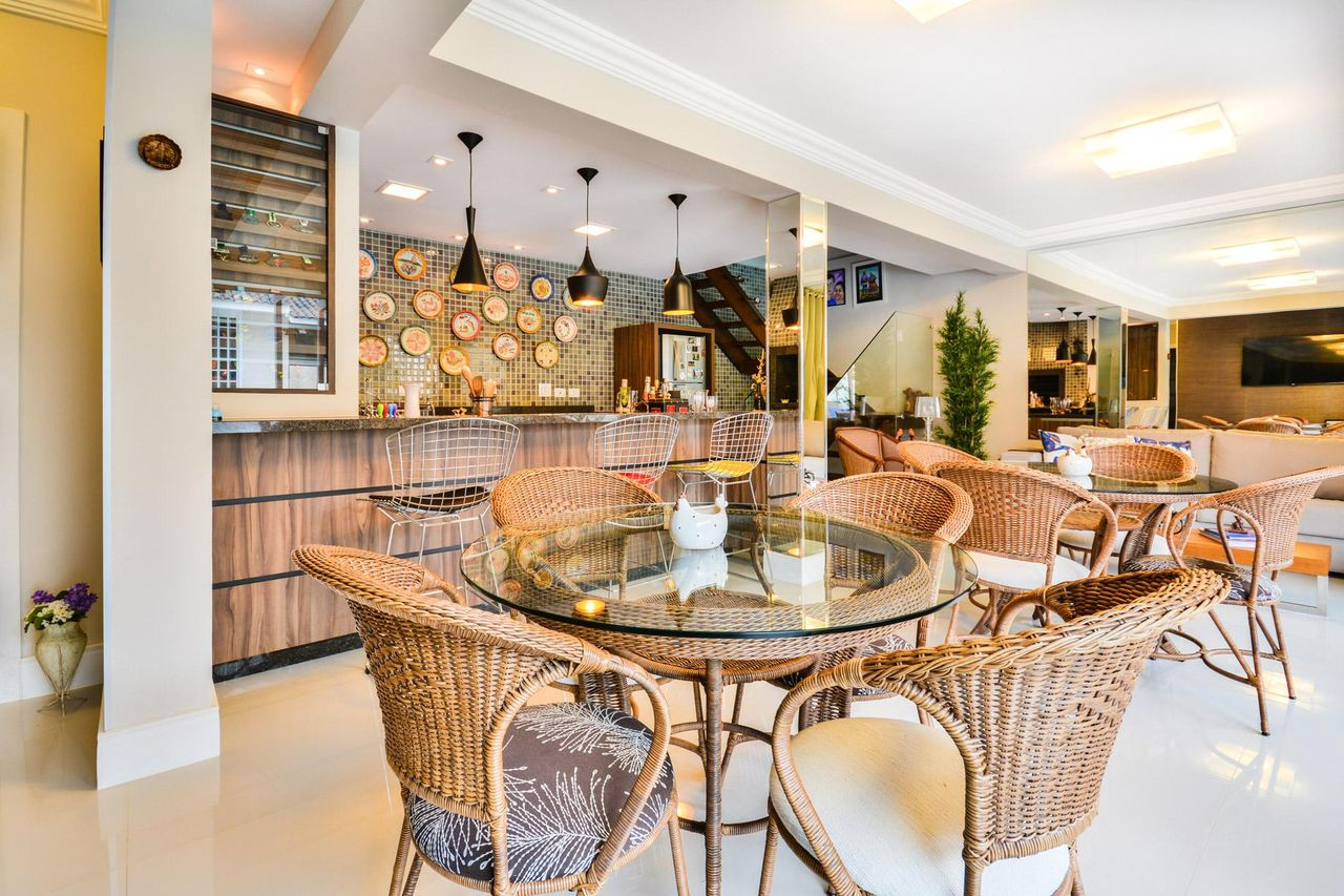 Cozinha Americana Com Mesa Redonda De Vidro De Bender Arquitetura