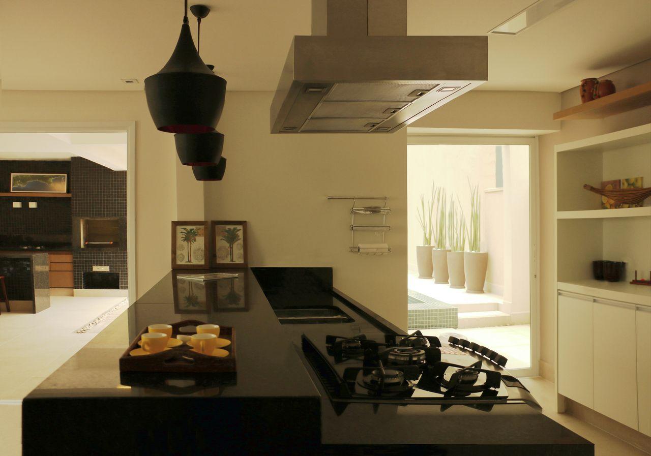 Cozinha Americana Com Pendentes Pretos De Rawi Arquitetura