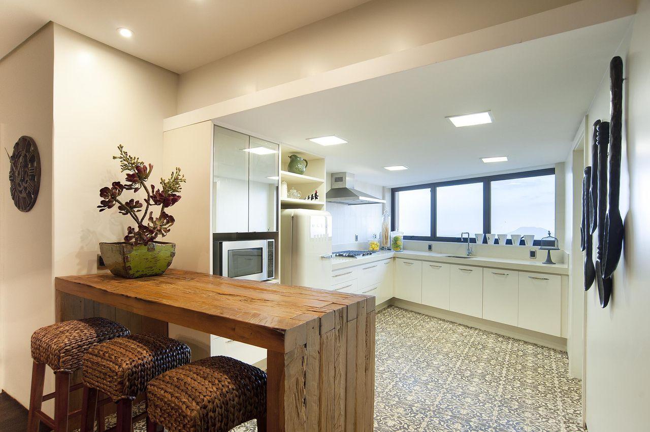 Cozinha Branca Com Mesa De Madeira De Eduarda Corr A 77608 No Viva
