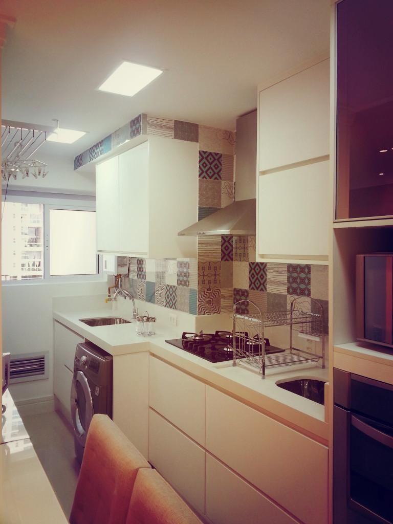 Cozinha Com Azulejo De Ladrilho De Condecorar Arquitetura E