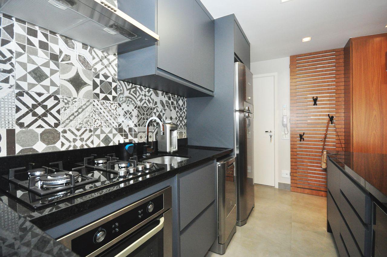 Cozinha Com Azulejo Decorativo Branco E Cinza De Condecorar