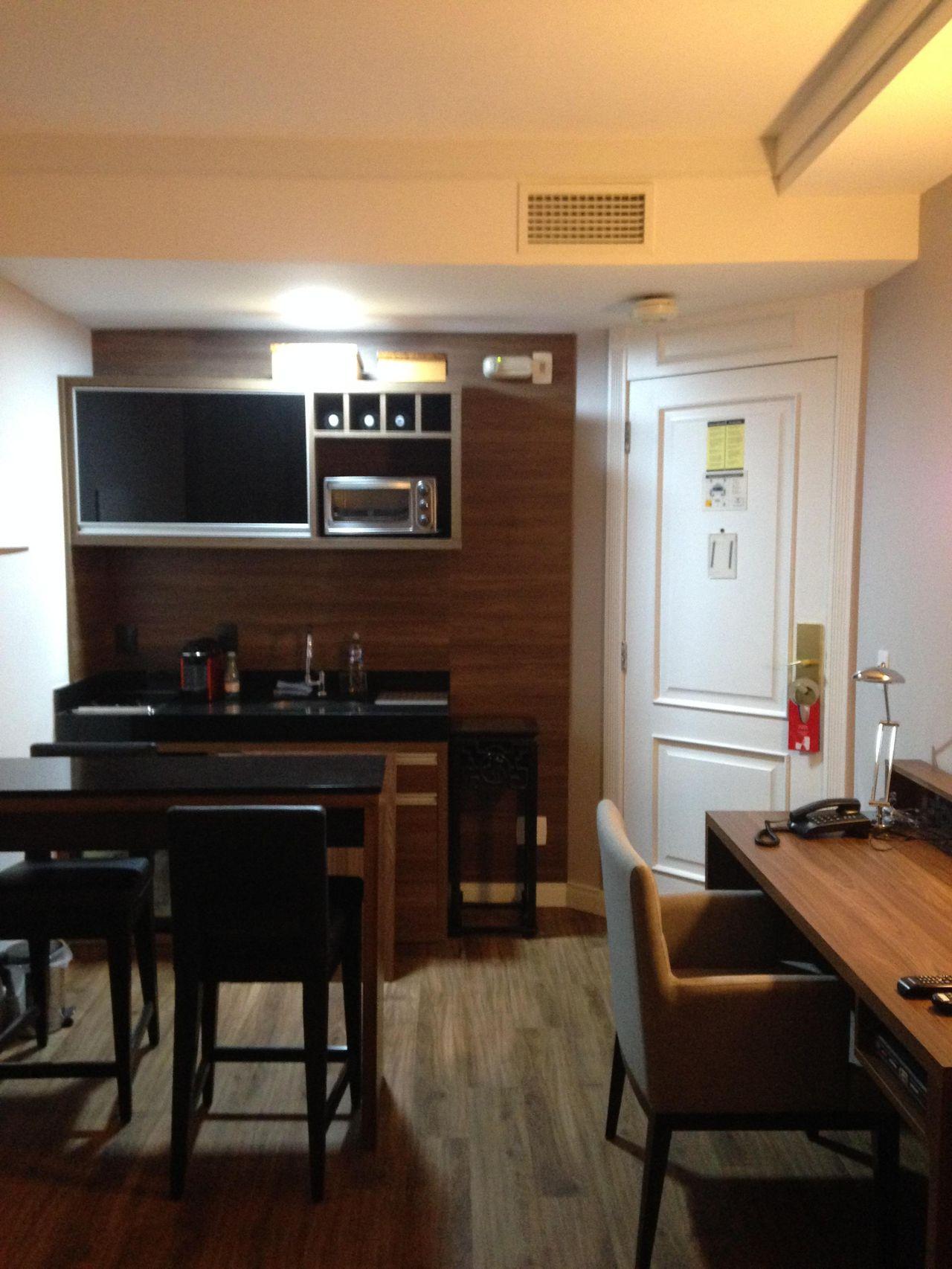 Cozinha Com Bancada Preta E Painel De Iago Patucci 22953 No Viva