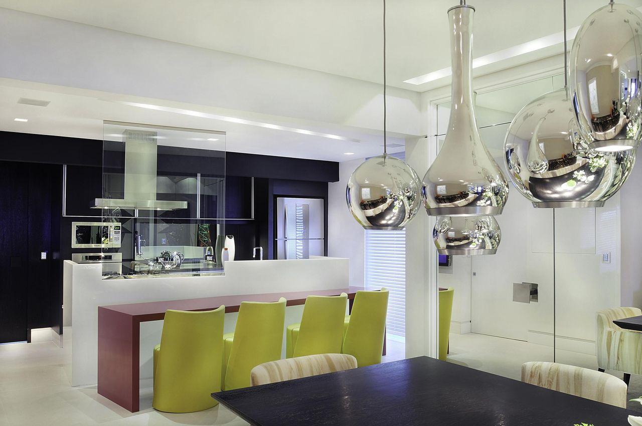 Cozinha Com Bancada Vermelha E Cadeira Amarela De Moreno Interiores