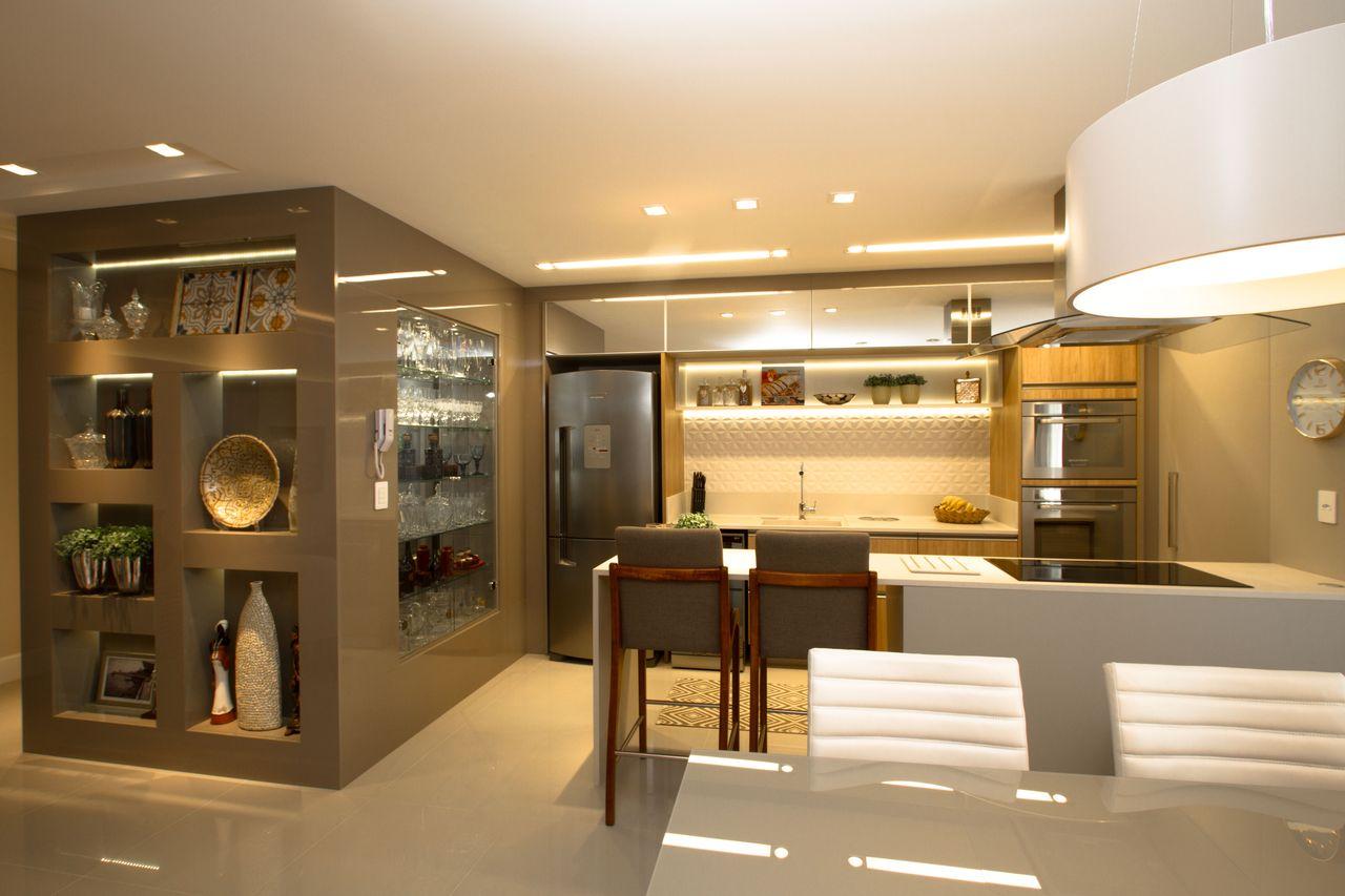 Cozinha Bege Com Cristaleira De Marina Turnes 151641 No Viva Decora