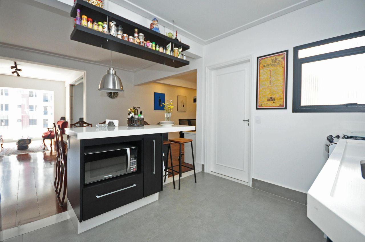 Cozinha Com Ilha E Pendente De Condecorar Arquitetura E Interiores