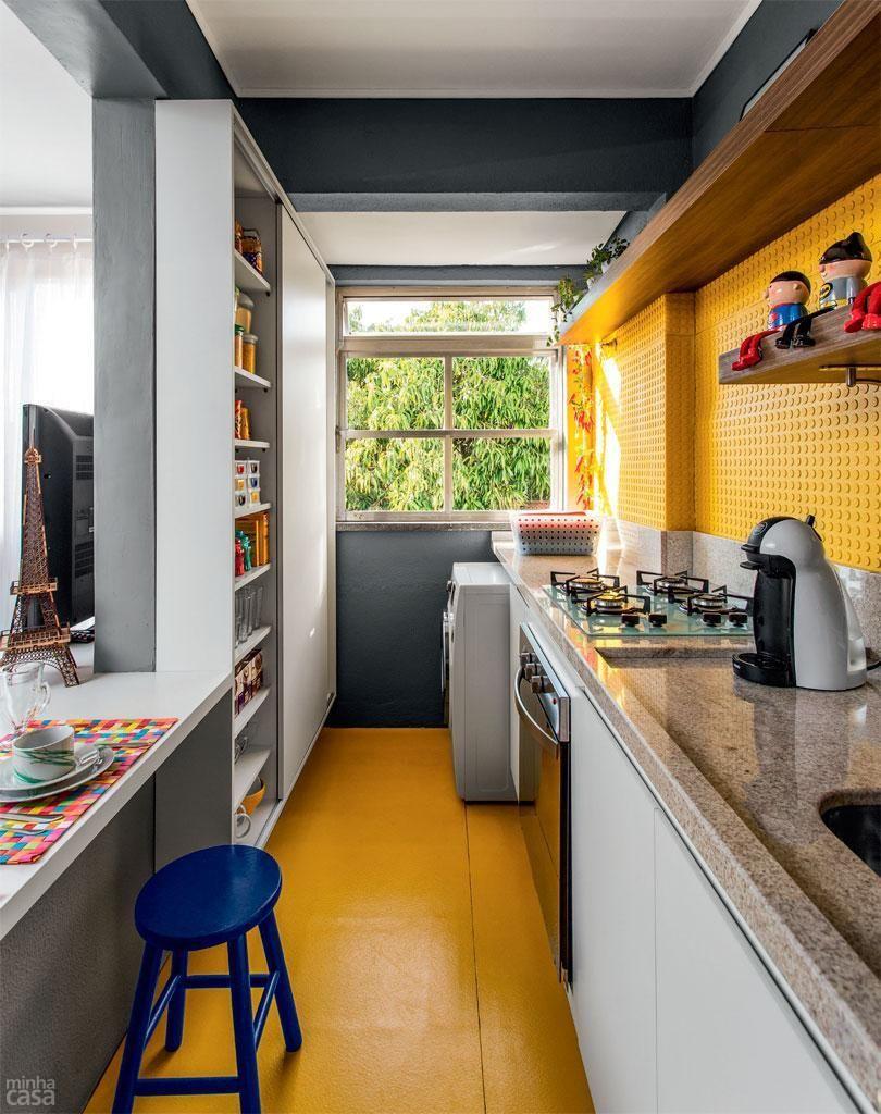 Cozinha Com Piso Amarelo Pia De M Rmore De Ambientta Arquitetura