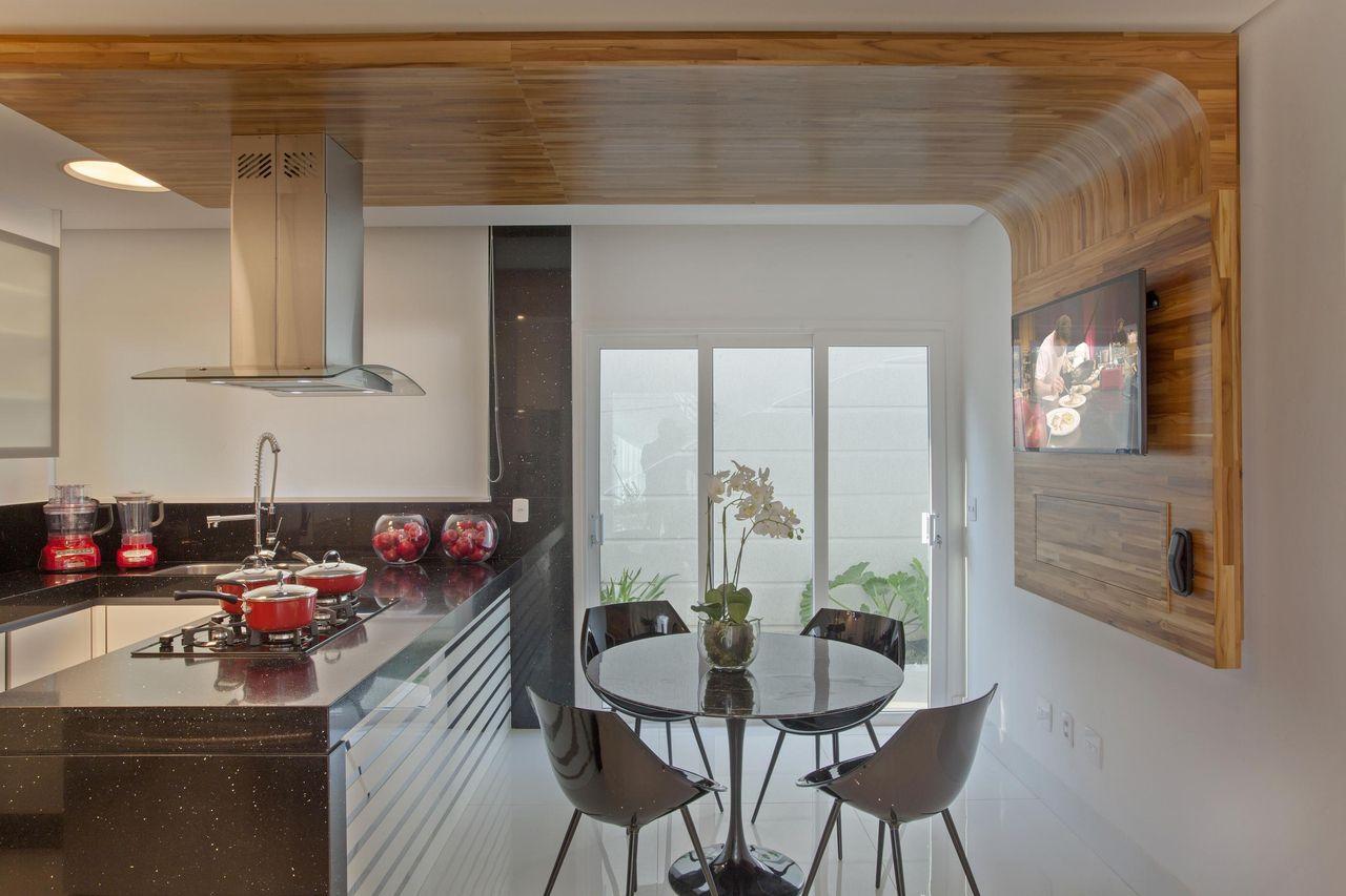 Cozinha Em Tons De Preto Branco Inox E Madeira De Aquiles Nicolas