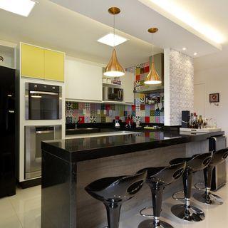 decoração de cozinha americana cadeira preta