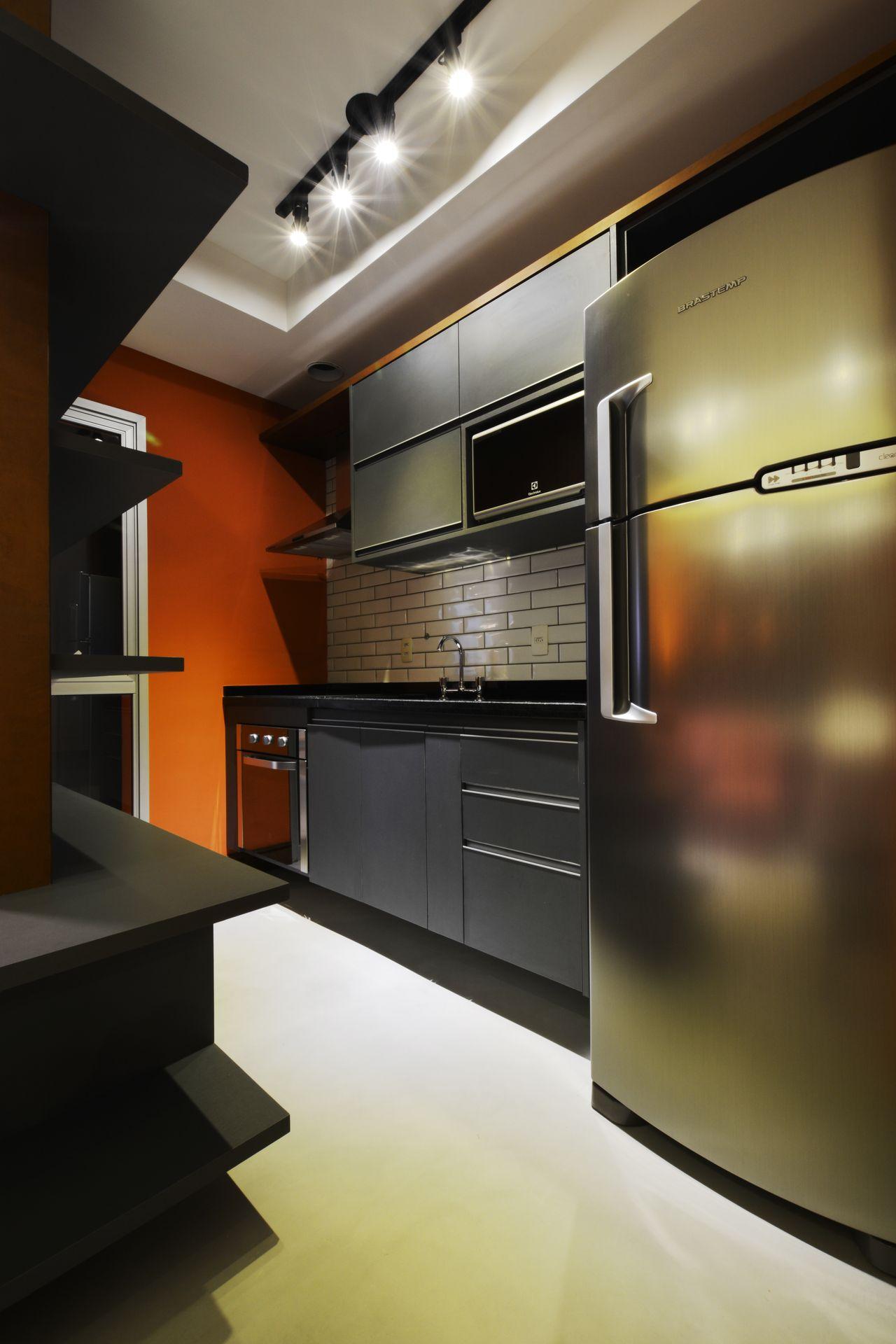 Cozinha Moderna Com Ladrilho De Tijolo Prata De Zark Studio Lab