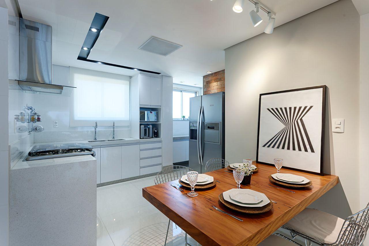 Cozinha Clean E Jantar Integrado Com Mesa Madeira De Maria Laura
