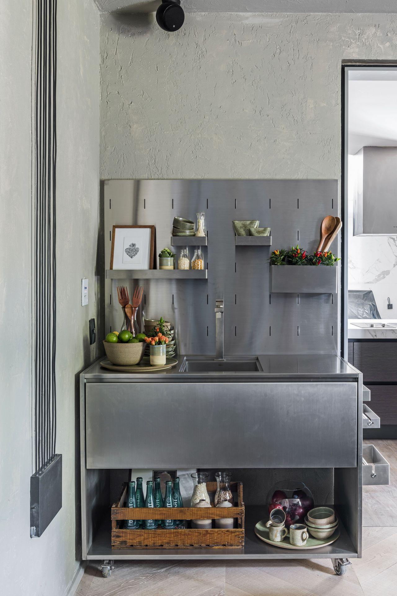 Cozinha M Vel De A O Inox E Prateleiras De Triart Arquitetura