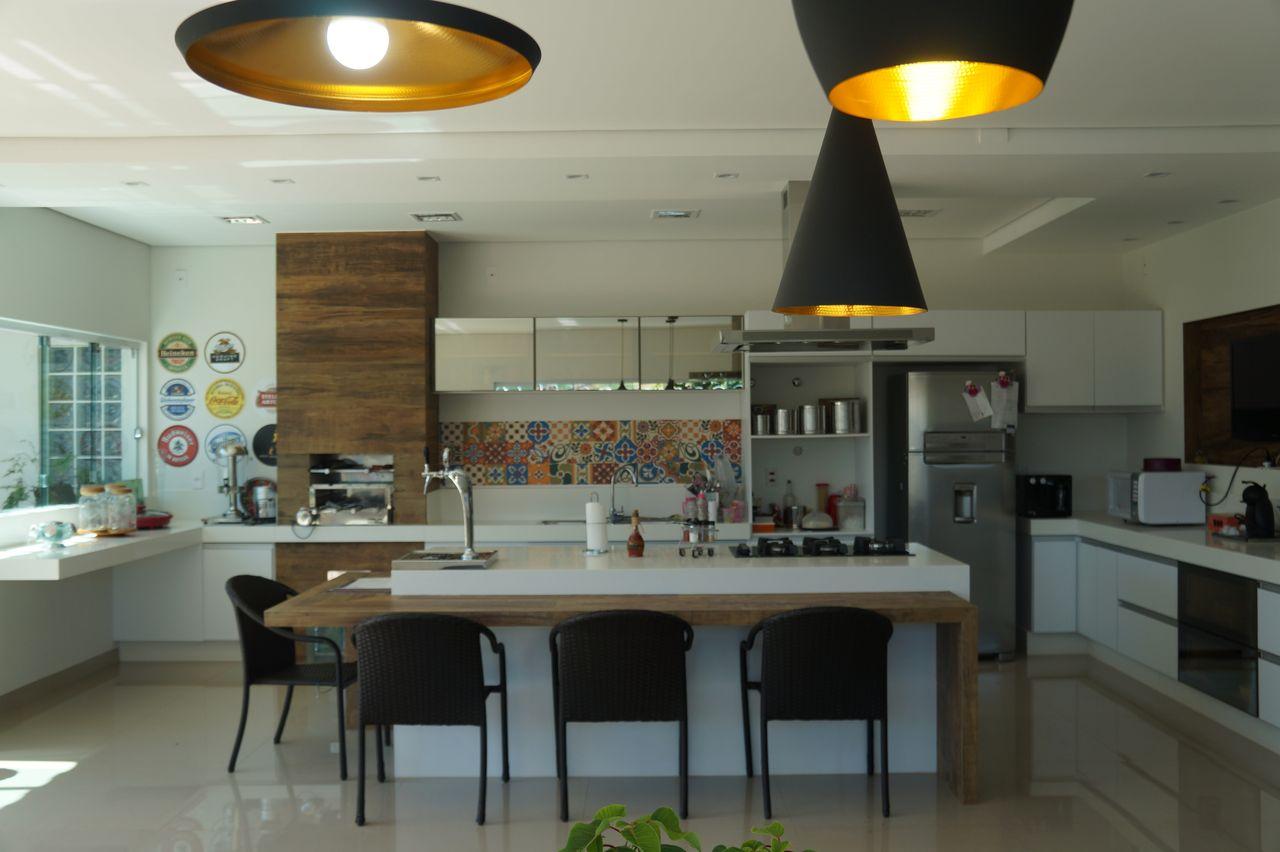 Cozinha Gourmet E Ilha Central Com Balc O Madeira De Carin Cordeiro