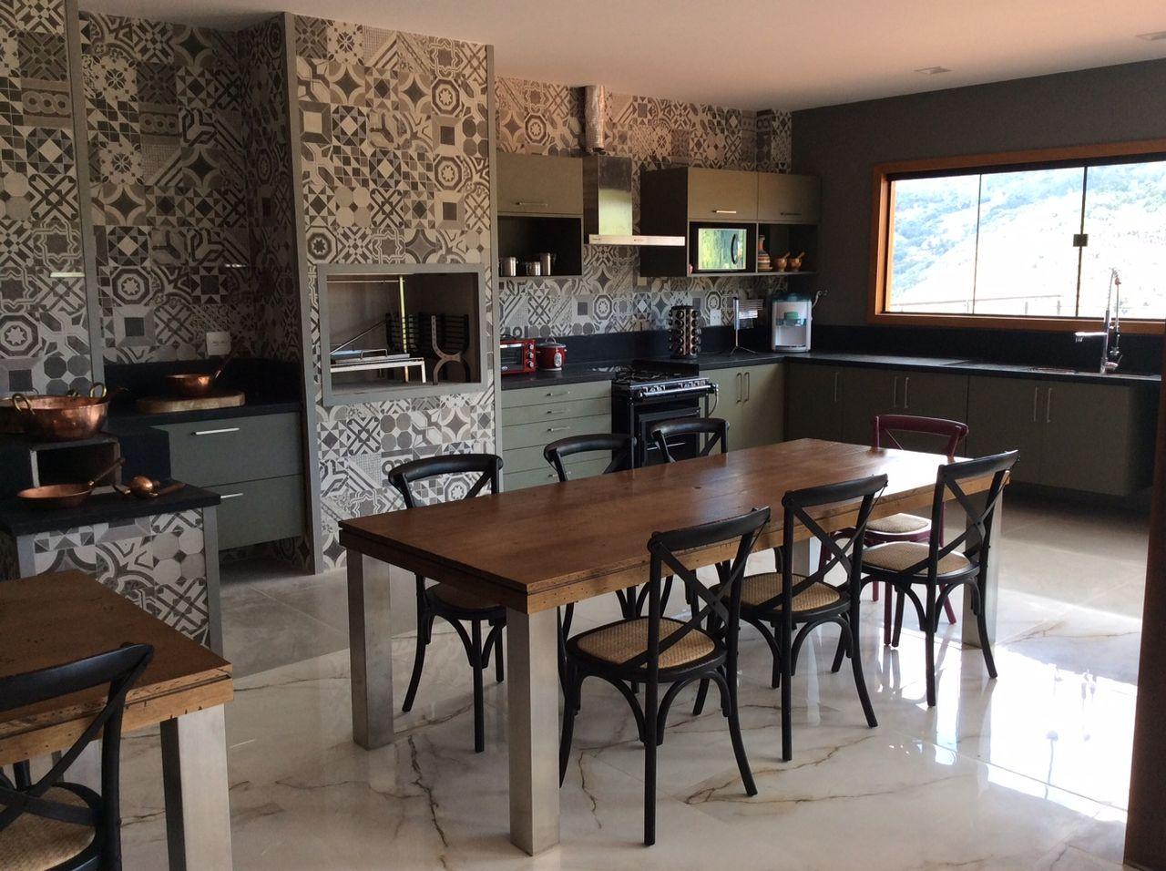 Cozinha Revestida Em Ladrilho Hidr Ulico Cinza De Rovana Daleprane