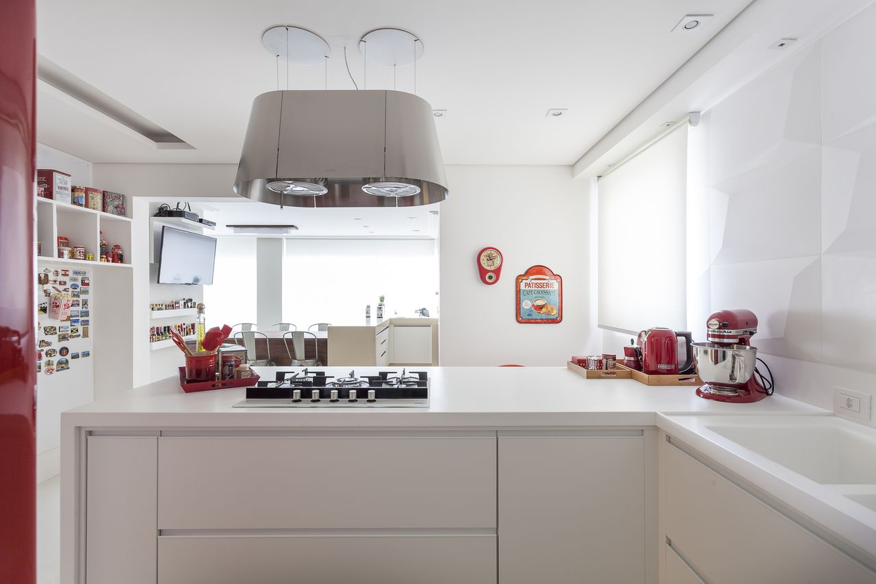 Cozinha Branca Com Cooktop E Acess Rios Vermelhos De Mariana