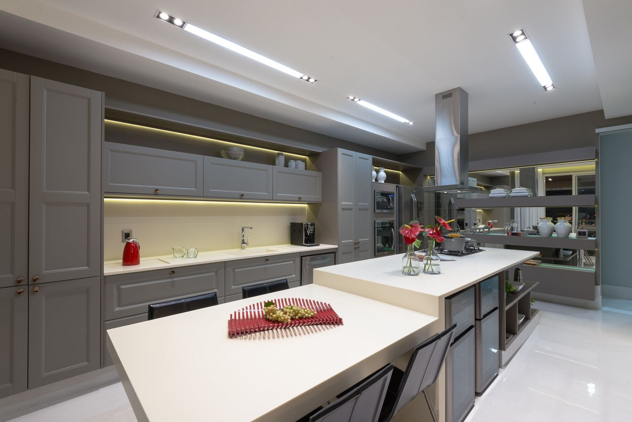 Cozinha Cl Ssica Cinza Com Ilha E Coifa De Mariela Uzan 148965 No