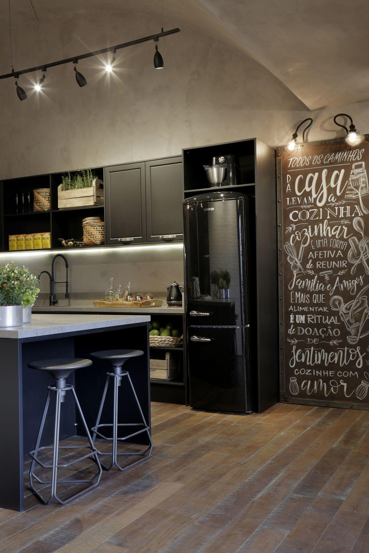 Cozinha Estilo Industrial E Painel De Quadro Negro De Rica Salguero