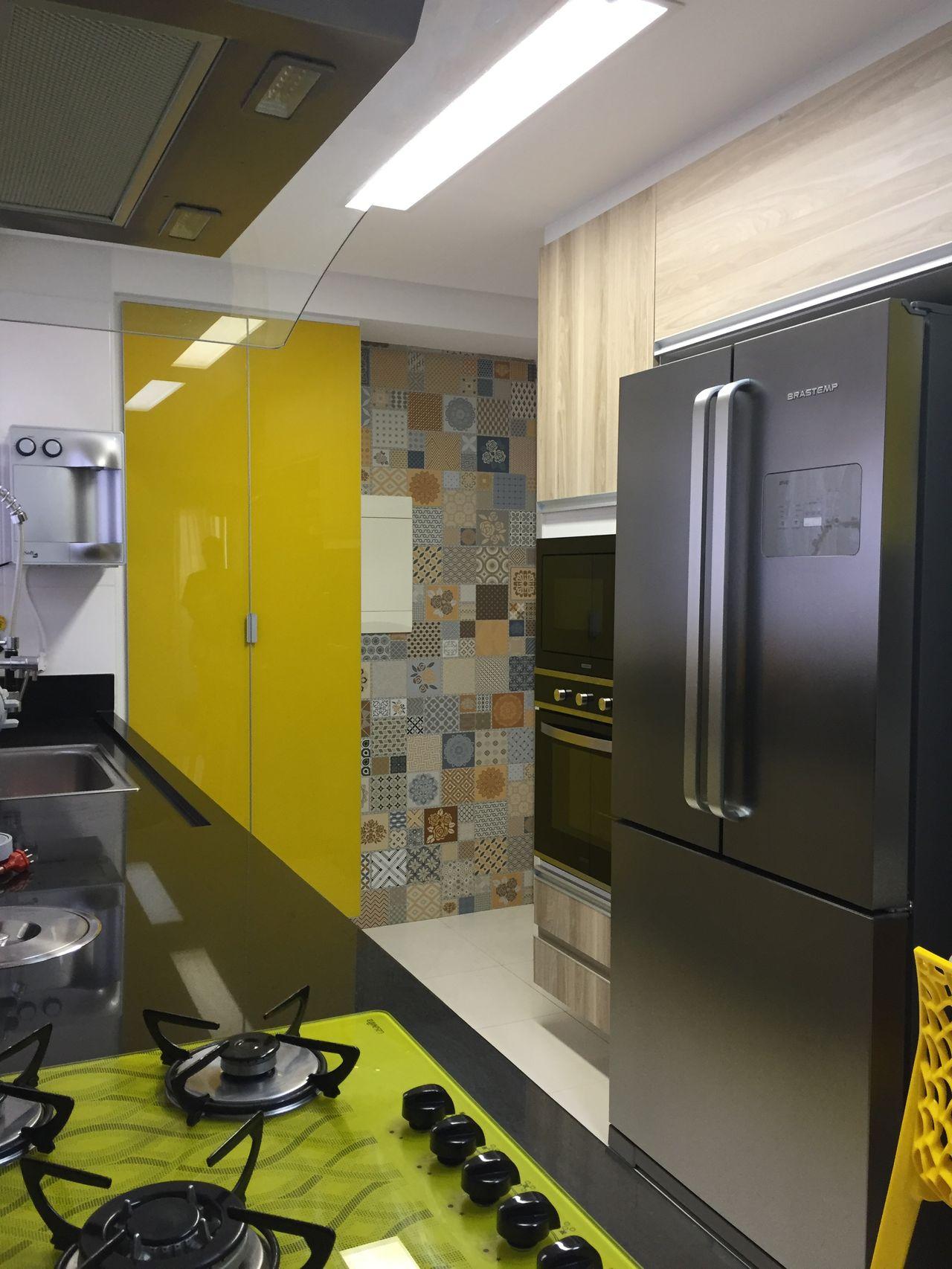 Cozinha Moderna Com Cooktop E Arm Rio Amarelos De Marcia Rubinatti