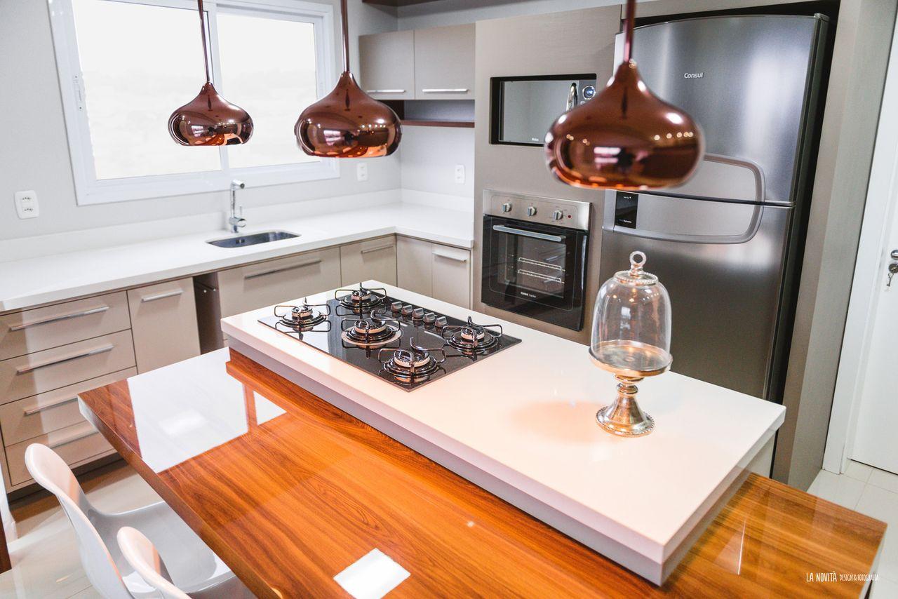 Pendentes Cobre E Ilha Na Cozinha De Atrio Engenharia E Arquitetura