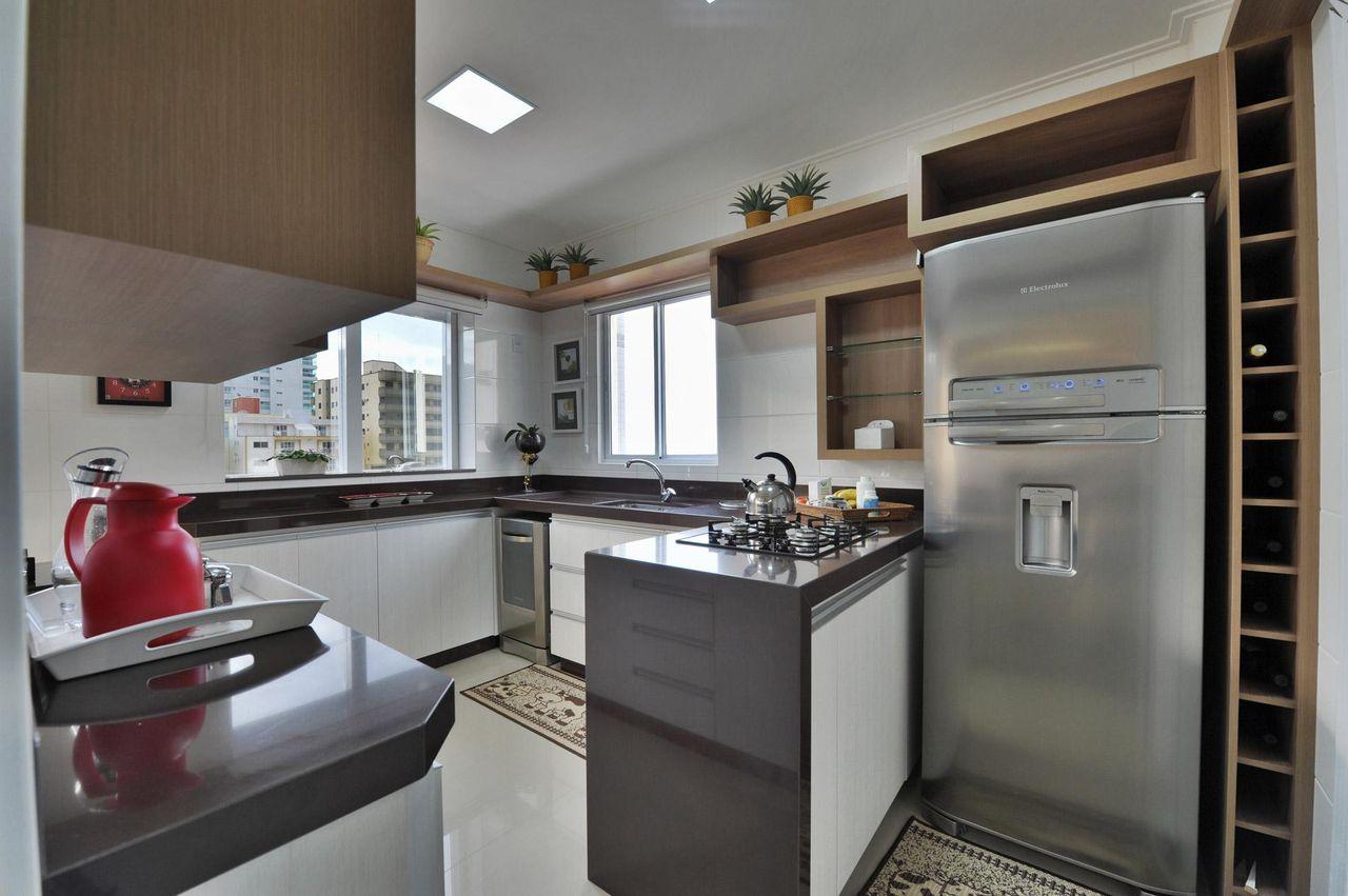 Cozinha Planejada Com Bancada Para Cook Top De Bender Arquitetura