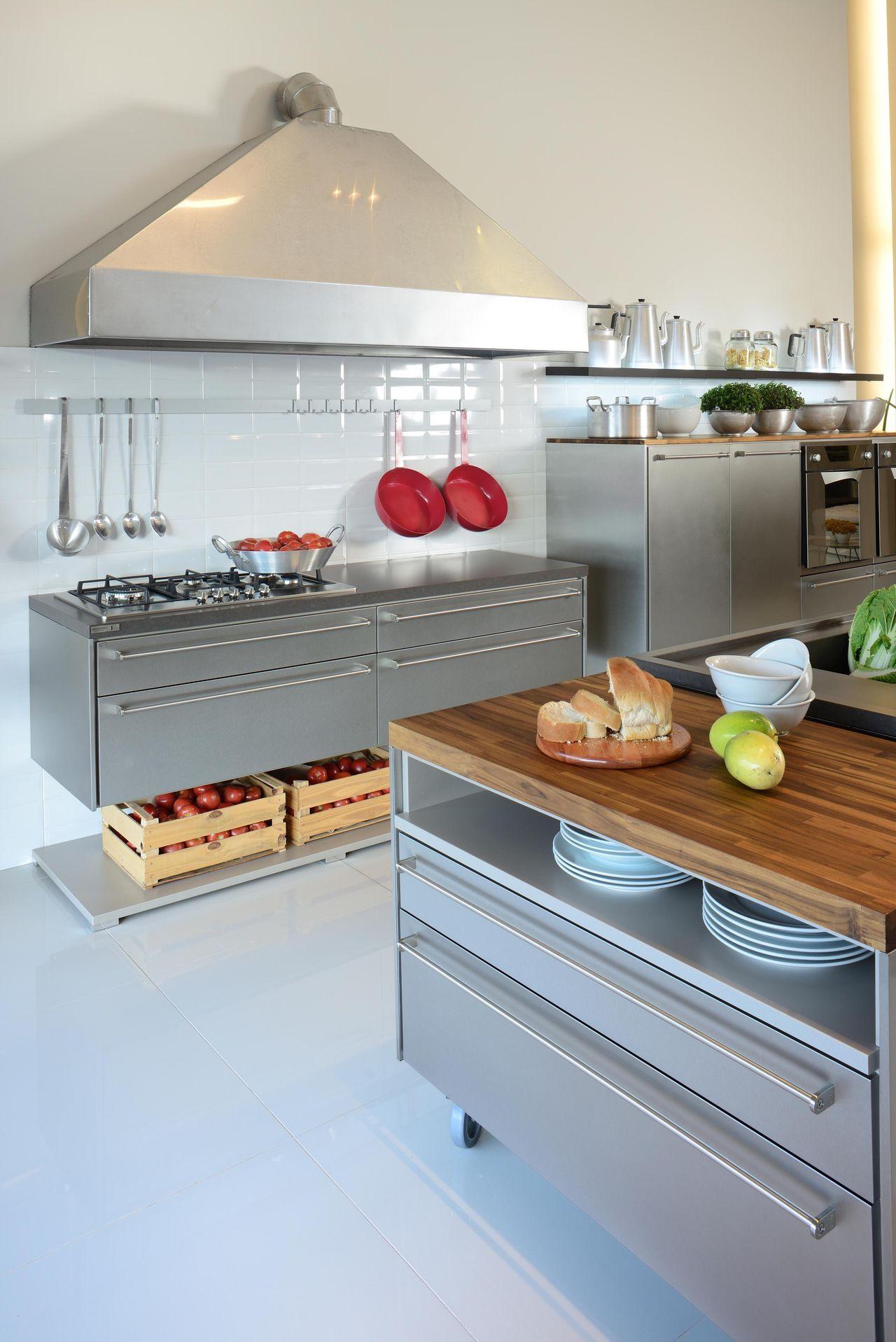 Cozinha Planejada Com Panelas Vermelha De Evviva Bertolini 67733