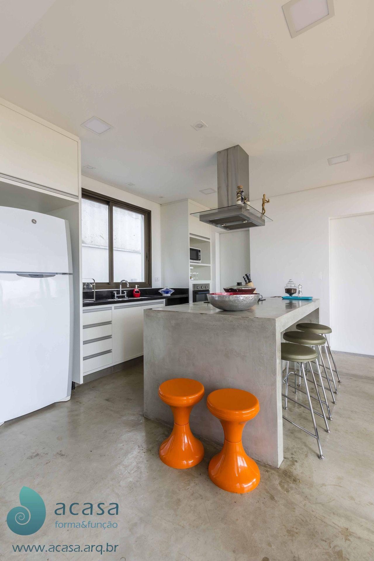 Cozinha Em Cimento Queimado E Ilha Com Cooktop De Acasa Forma Fun O