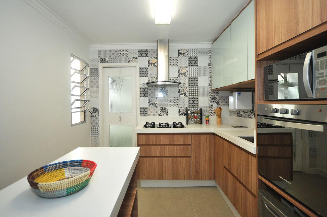 Cozinha Com Cooktop E Bancada Branca De Condecorar Arquitetura E