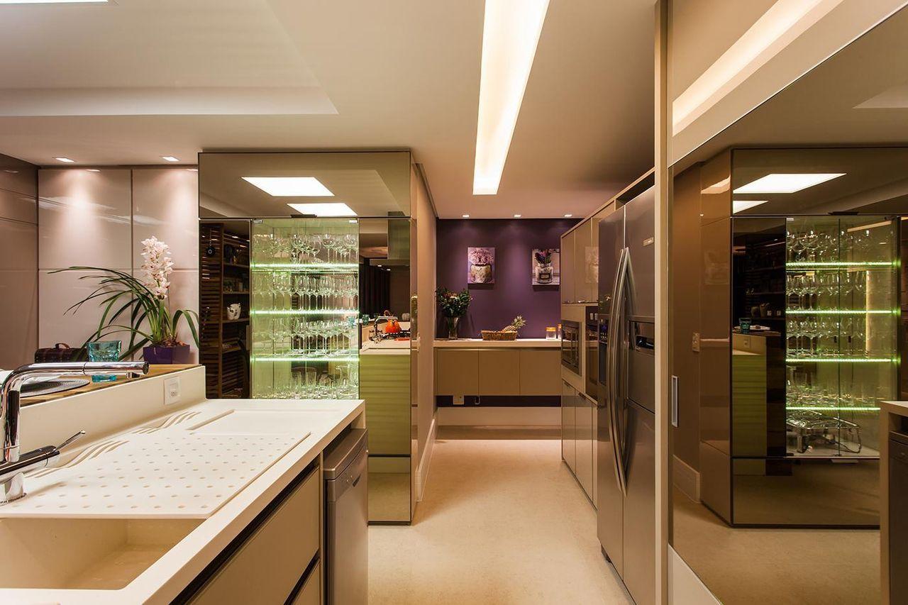 Cozinha Com Cristaleira De Vidro E Espelho De Juliana Pippi 70786