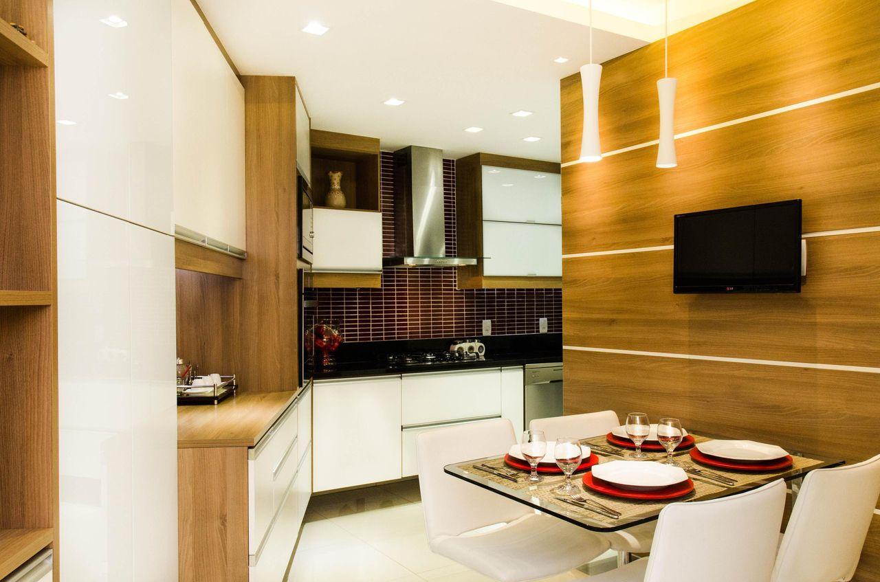 Cozinha Com Mesa Quadrada De Vidro Com Cadeira Bra De Jeanny Machado  -> Sala Quadrada Planejada