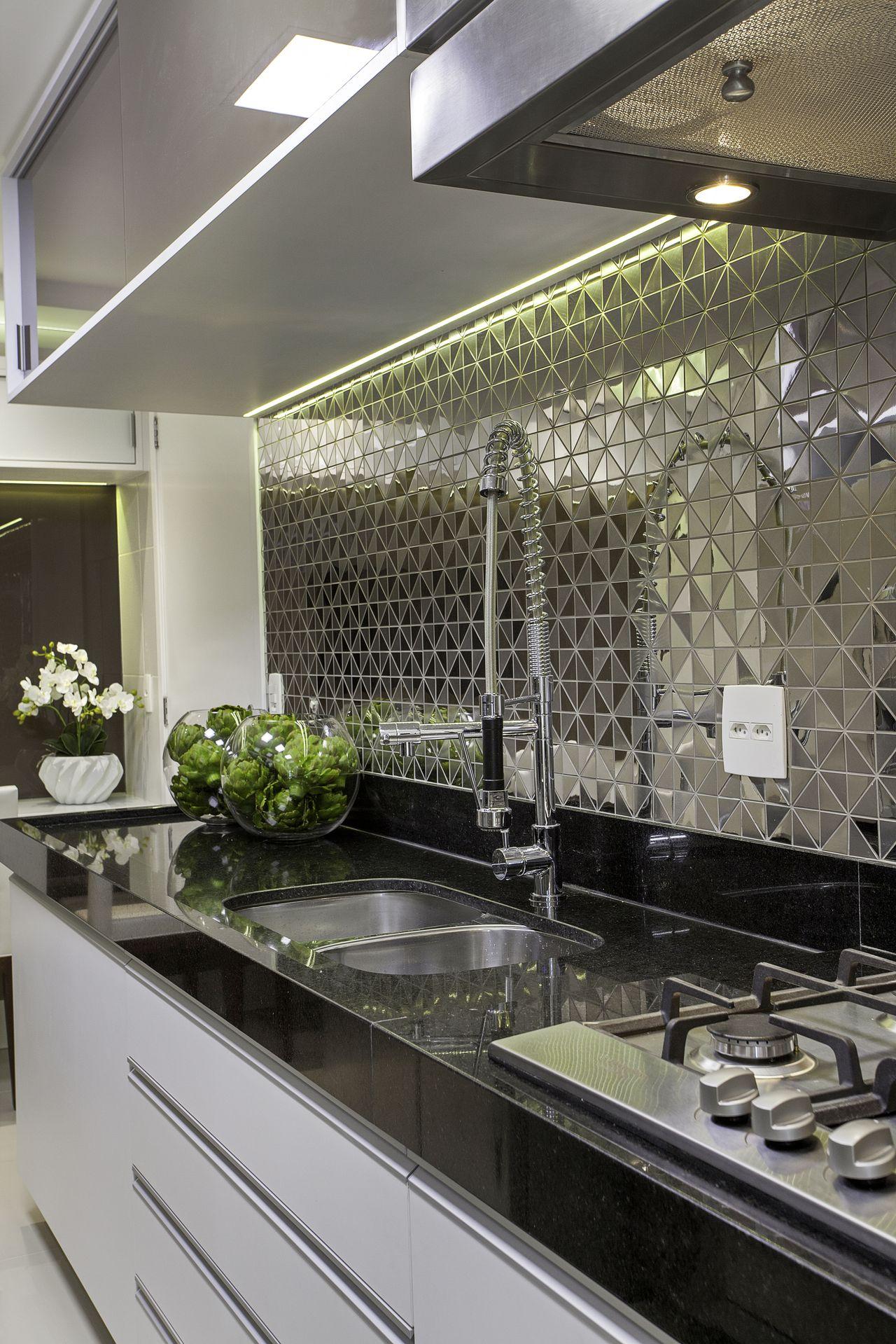 Cozinha Com Pastilhas Espelhadas De Iara Kilaris 136863 No Viva Decora