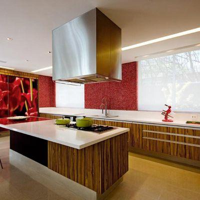 Cozinha com Revestimento Vermelho e Branco AMFB Arquitetura