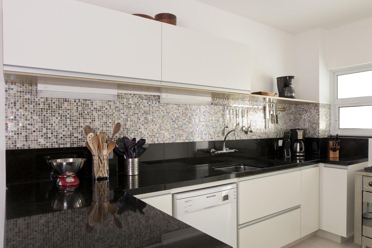 Cozinha Granito Preto S O Gabriel De Adell E Porto 14442 No  ~ Cozinha Planejada Preta E Inox
