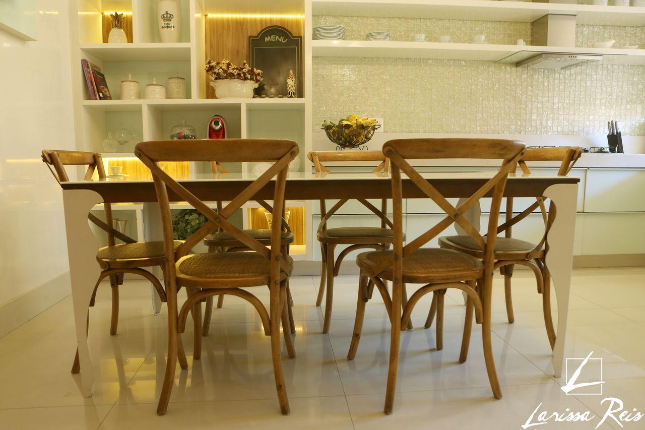 Cadeiras De Madeira E Mesa Quadrada De Larissa Reis 152923 No Viva  -> Sala Quadrada Planejada