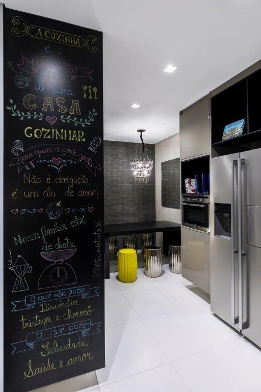 1bdc7459d Decoração Cozinha planejada Cozinha Moderna com Copa e Parede de Quadro  Negro ddshow 147589
