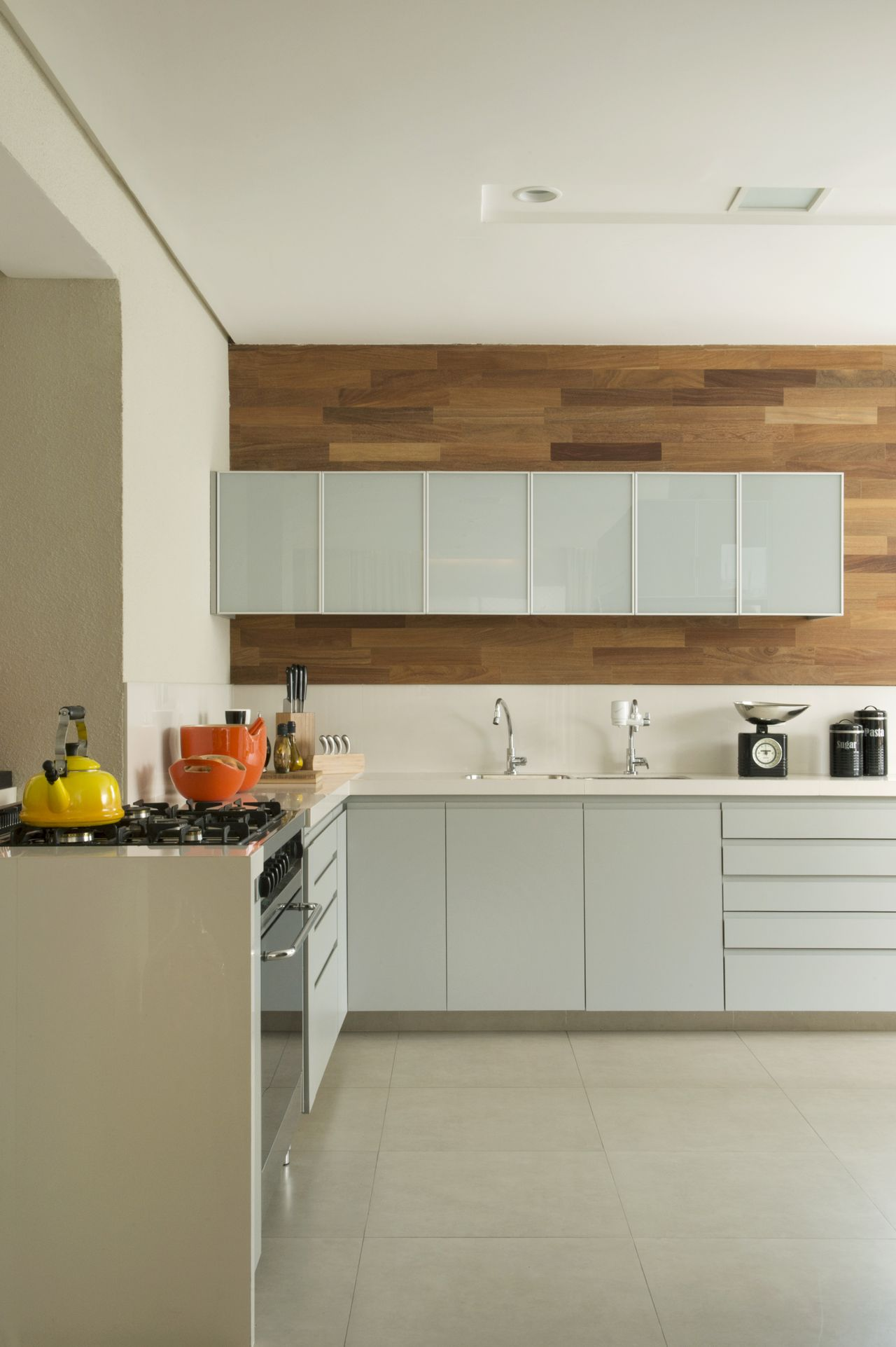 Cozinha Moderna Com Painel De Madeira De Cristina Lembi 138817 No